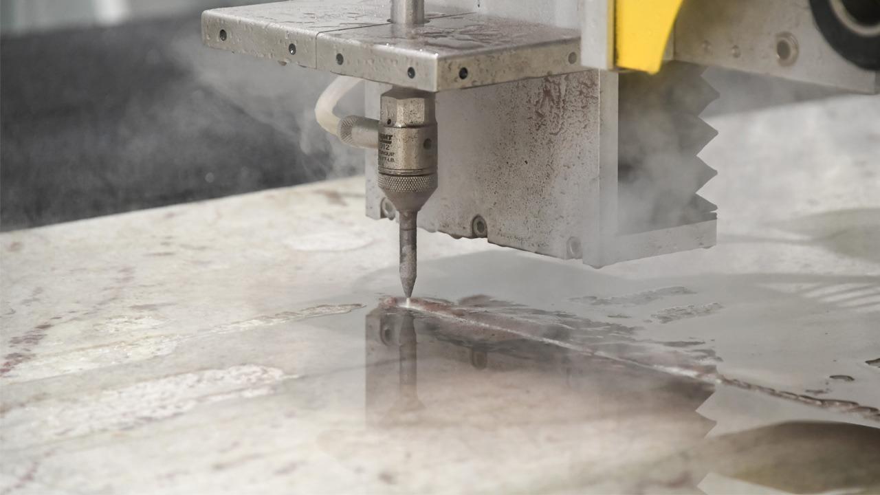 Close-up: Water jet cutter.